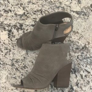 Size 9 Vince Camuto peep toe wedges